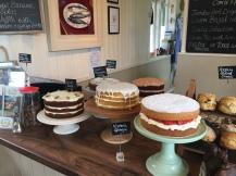 leckere selbstgebackene Kuchen im Cafe der Rannoch Station
